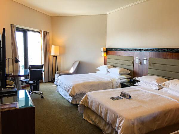 ロイヤル オーキッド シェラトン ホテル アンド タワーズ(Royal Orchid Sheraton Hotel and Towers)の客室1