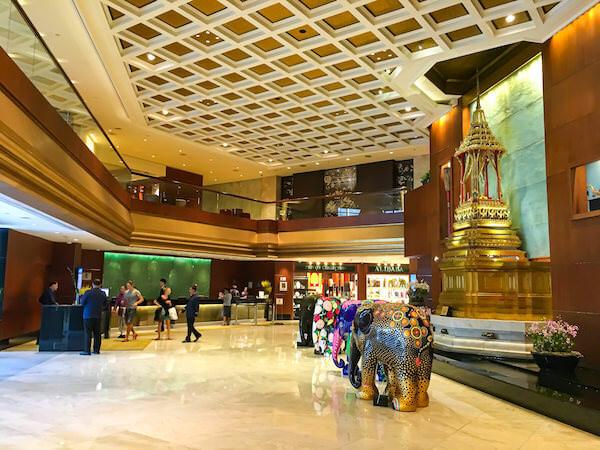 ロイヤル オーキッド シェラトン ホテル アンド タワーズ(Royal Orchid Sheraton Hotel and Towers)のエントランスロビー