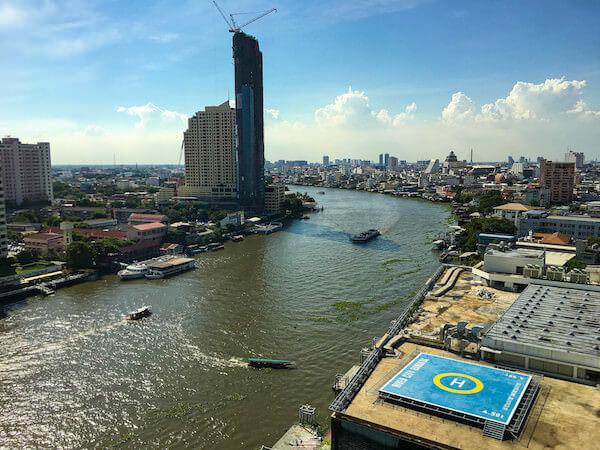 ロイヤル オーキッド シェラトン ホテル アンド タワーズ(Royal Orchid Sheraton Hotel and Towers)の客室から見えるチャオプラヤー川