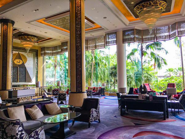 シャングリラ ホテル バンコク(Shangri-La Hotel, Bangkok)のエントランスロビー