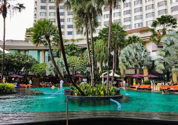 シャングリラ ホテル バンコク (Shangri-La Hotel, Bangkok)のプール2