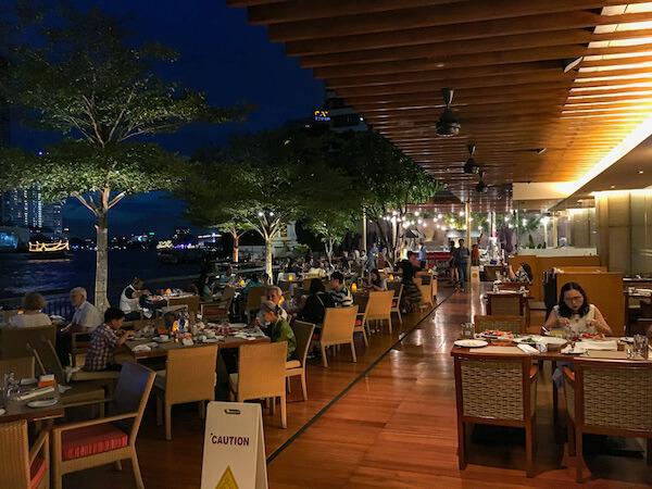 シャングリラ ホテル バンコク(Shangri-La Hotel, Bangkok)のリバーサイドレストラン