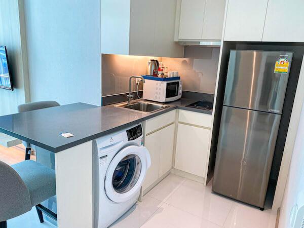 ジャスミン 59 ホテル(Jasmine 59 Hotel)の客室に完備している洗濯機・キッチン・大型冷蔵庫