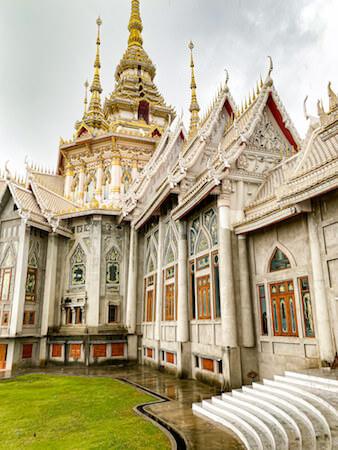 ワット ルアンポートー ソラポーン(Wat Lan Boon Mahawihan Somdet)の外観2