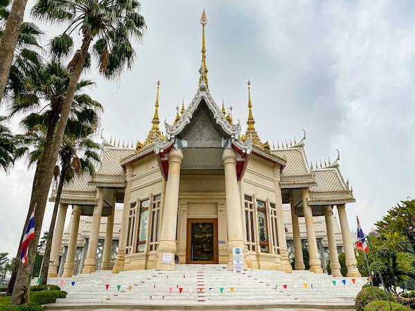 ワット ルアンポートー ソラポーン(Wat Lan Boon Mahawihan Somdet)の外観3