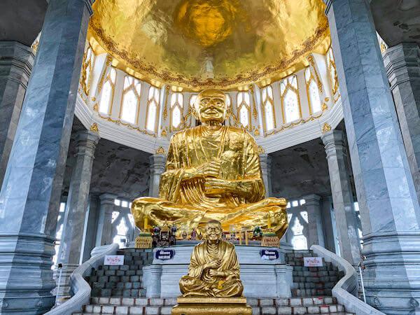 ワット ルアンポートー ソラポーン(Wat Lan Boon Mahawihan Somdet)内に安置されているルアンポートーの像