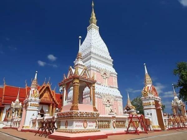 ピンク色だった頃のワットプラタート・レヌーの仏塔