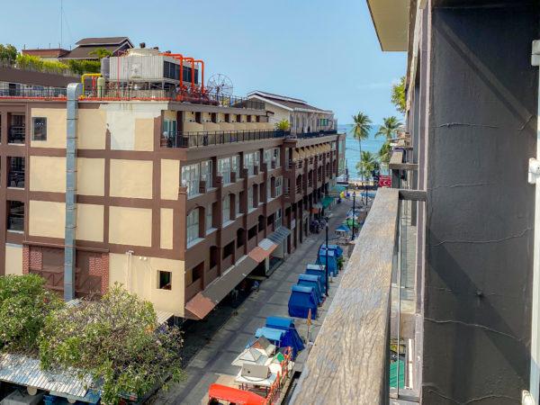 アヤブティックホテル パタヤ(Aya Boutique Hotel Pattaya)のデラックスコートヤードのバルコニー
