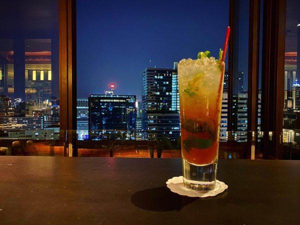 クラウンプラザ バンコク ルンピニ パーク(Crowne Plaza Bangkok Lumpini Park)のレストラン「パノラマ(PANORAMA)」で飲んだカクテル