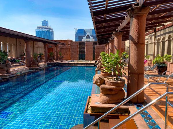 クラウンプラザ バンコク ルンピニ パーク(Crowne Plaza Bangkok Lumpini Park)のプール2