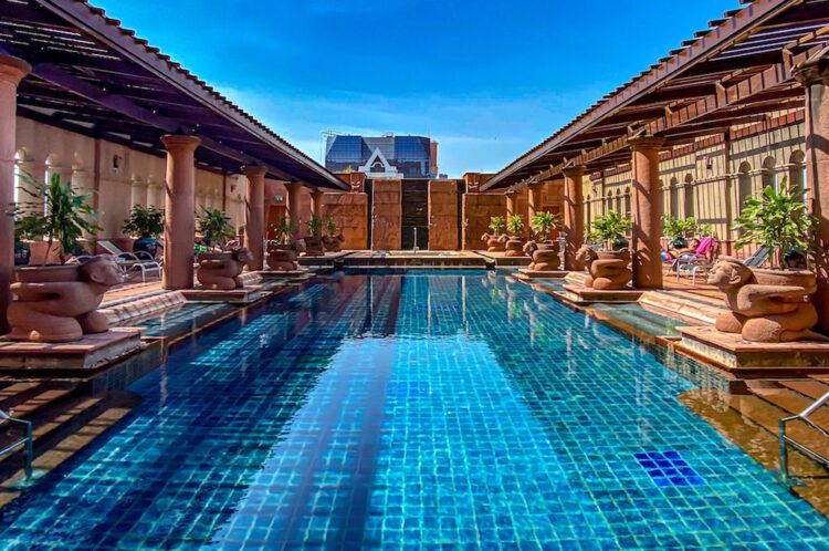 クラウンプラザ バンコク ルンピニ パーク(Crowne Plaza Bangkok Lumpini Park)のプール