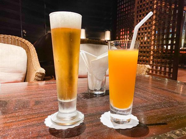 クラウンプラザ バンコク ルンピニ パーク(Crowne Plaza Bangkok Lumpini Park)のクラブラウンジで飲んだアルコールとジュース