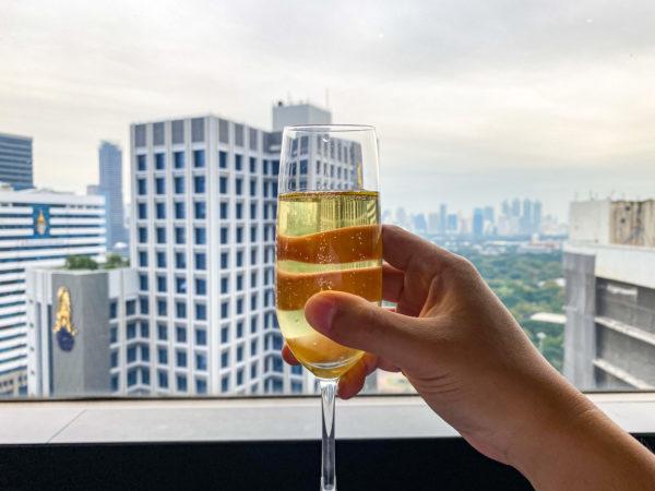 クラウンプラザ バンコク ルンピニ パーク(Crowne Plaza Bangkok Lumpini Park)のアフタヌーンティーで飲んだスパークリングワイン