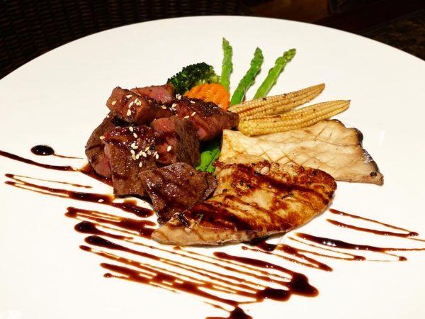 クラウンプラザ バンコク ルンピニ パーク(Crowne Plaza Bangkok Lumpini Park)のレストラン「パノラマ(PANORAMA)」で食べたフォアグラと和牛の鉄板焼き(FOIE GRAS & WAGYU TEPPANYAKI)
