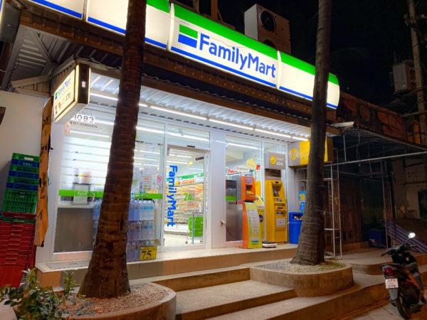 フォー ポインツ バイ シェラトン パトン ビーチ リゾート(Four Points by Sheraton Phuket Patong Beach Resort)近くのファミリーマート