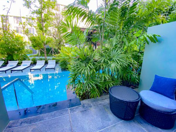 フォー ポインツ バイ シェラトン パトン ビーチ リゾート(Four Points by Sheraton Phuket Patong Beach Resort)のプールアクセスルームのバルコニー