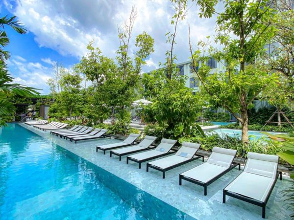 フォー ポインツ バイ シェラトン パトン ビーチ リゾート(Four Points by Sheraton Phuket Patong Beach Resort)のプールアクセスルームのバルコニー2