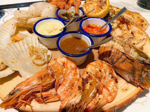 フォーポインツ バイ シェラトン パトン ビーチ リゾート(Four Points by Sheraton Phuket Patong Beach Resort)で食べたシーフードセット