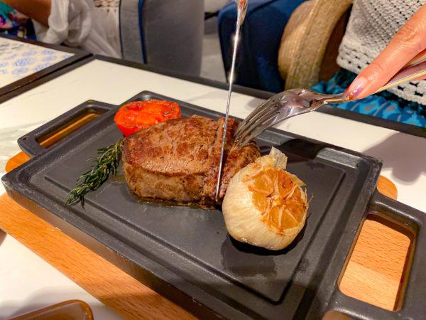 フォーポインツ バイ シェラトン パトン ビーチ リゾート(Four Points by Sheraton Phuket Patong Beach Resort)で食べたディナー2