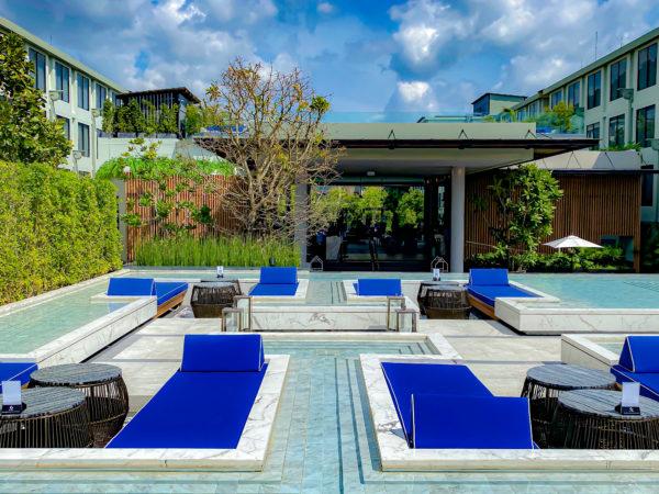 フォーポインツ バイ シェラトン パトン ビーチ リゾート(Four Points by Sheraton Phuket Patong Beach Resort)のデッキプール1