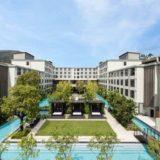 上から見たフォー ポインツ バイ シェラトン パトン ビーチ リゾート(Four Points by Sheraton Phuket Patong Beach Resort)のプール