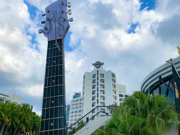 ハードロックホテル パタヤ(Hard Rock Hotel Pattaya)の巨大ギターオブジェ
