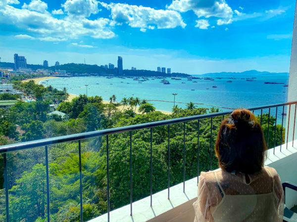 ハードロックホテル パタヤ(Hard Rock Hotel Pattaya)のバルコニーから見るパタヤビーチ