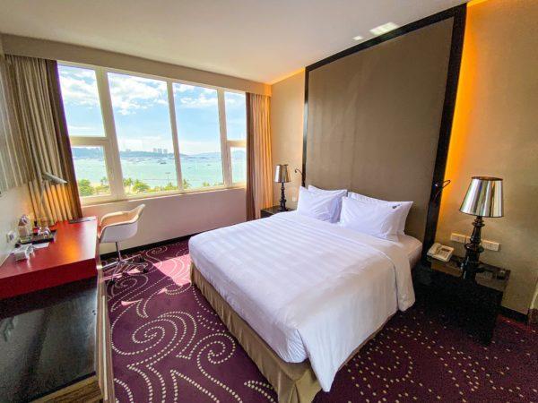 ハードロックホテル パタヤ(Hard Rock Hotel Pattaya)のコンポーザースイートのベッドルーム