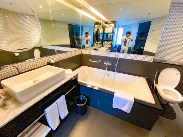 ハードロックホテル パタヤ(Hard Rock Hotel Pattaya)コンポーザールームのバスルーム2