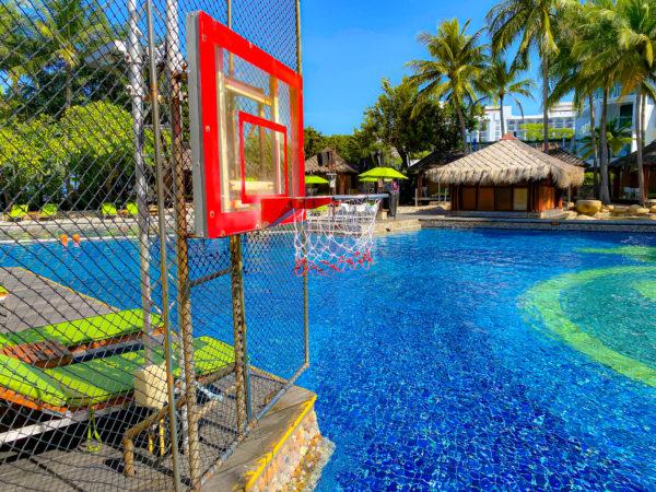 ハードロックホテル パタヤ(Hard Rock Hotel Pattaya)のプールにあるバスケットゴール