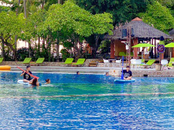 ハードロックホテル パタヤ(Hard Rock Hotel Pattaya)のプールのカヌー