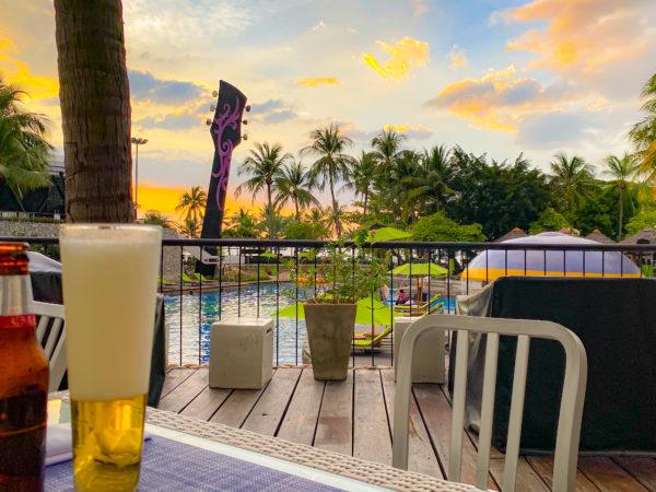 ハードロックホテル パタヤ(Hard Rock Hotel Pattaya)のレストランでサンセットを見ながらディナー