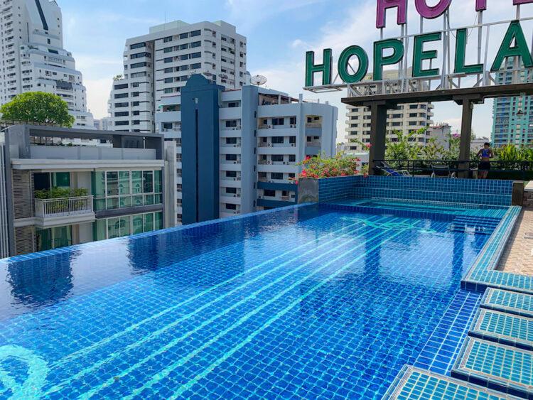ホープランド ホテル アンド レジデンス スクンビット 8(HopeLand Hotel Sukhumvit 8)のプール