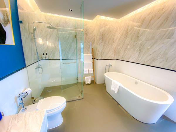 クラムパタヤ(Kram Pattaya)のプライベートヴィラ客室のバスルーム