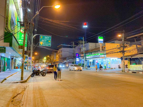 クラムパタヤ(Kram Pattaya)目の前の通り