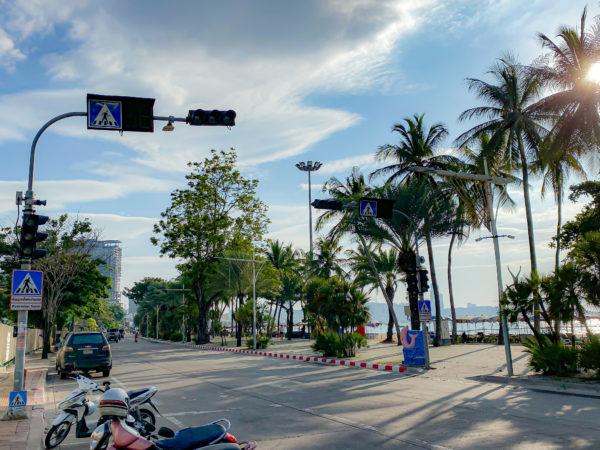メラマーレ パタヤ(Mera Mare Pattaya)目の前のビーチロード