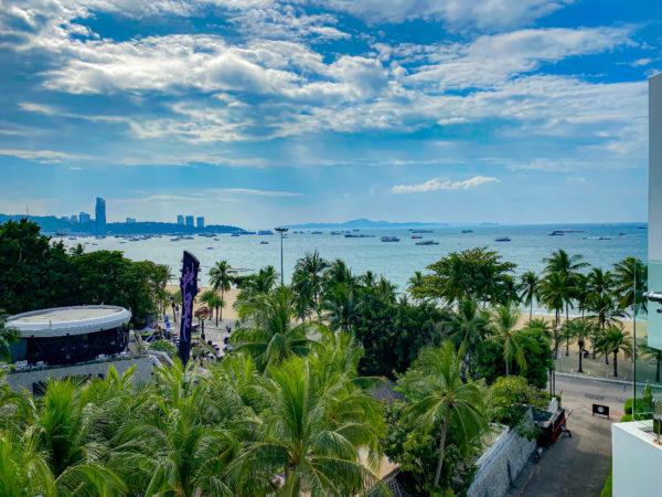 メラマーレ パタヤ(Mera Mare Pattaya)デラックス シービュールームバルコニーから見えるパタヤの海2