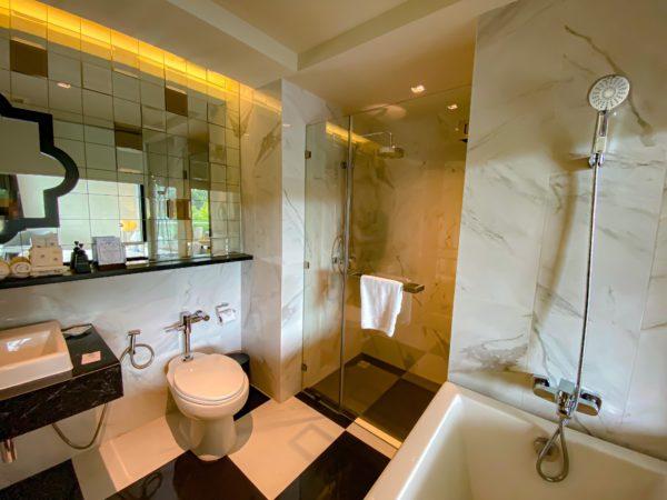 メラマーレ パタヤ(Mera Mare Pattaya)デラックス シービュールームのバスルーム2