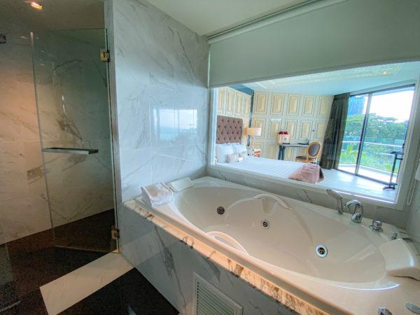 メラマーレ パタヤ(Mera Mare Pattaya)のジュニアスイート オーシャンビュー(Junior Suite with Ocean View)バスルーム