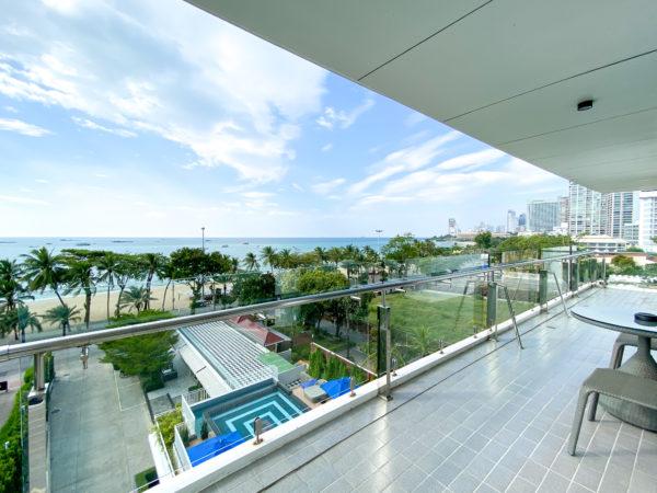 メラマーレ パタヤ(Mera Mare Pattaya)のジュニアスイート オーシャンビュー(Junior Suite with Ocean View)バルコニー