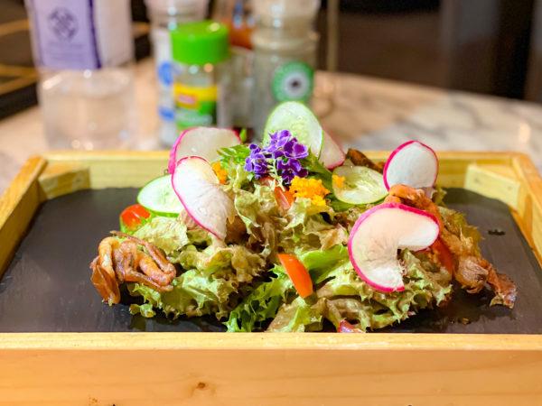 メラマーレ パタヤ(Mera Mare Pattaya)で食べたソフトシェルクラブ入りのサラダ