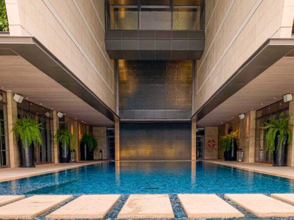 ローズウッド バンコク(Rosewood Bangkok)のプール