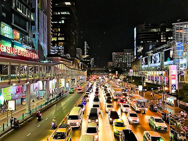 BTSチットロムの駅前