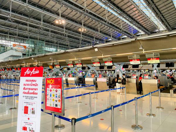 スワンナプーム空港内エアアジアチェックインカウンター