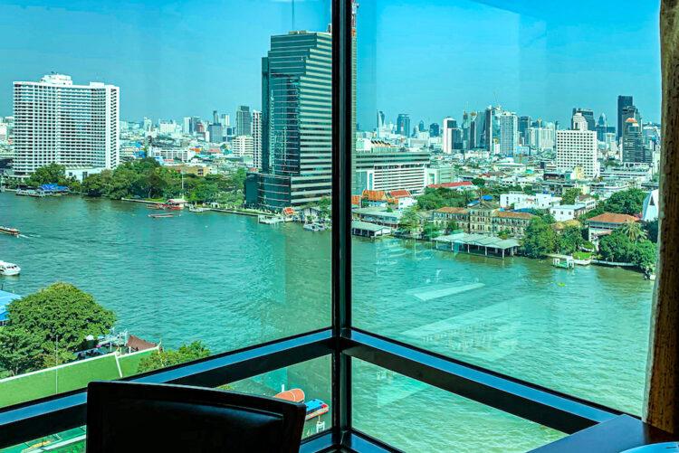 ザ ペニンシュラ バンコク(The Peninsula Bangkok)の客室から見えるチャオプラヤー川の景色