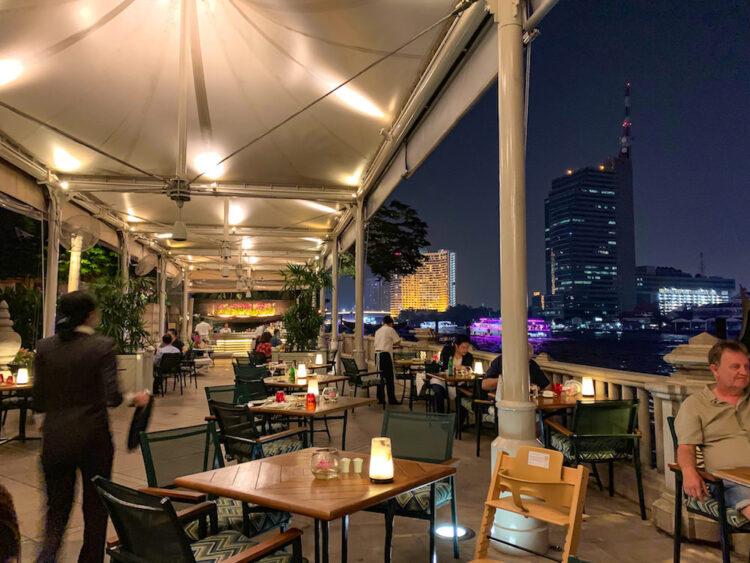 ザ ペニンシュラ バンコク(The Peninsula Bangkok)の川沿いレストラン