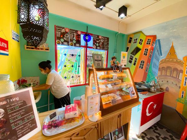 クレット島にあるトルココーヒー店の店内
