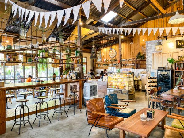クレット島の工場カフェ2