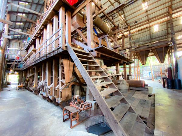 クレット島の工場カフェにある工場跡地