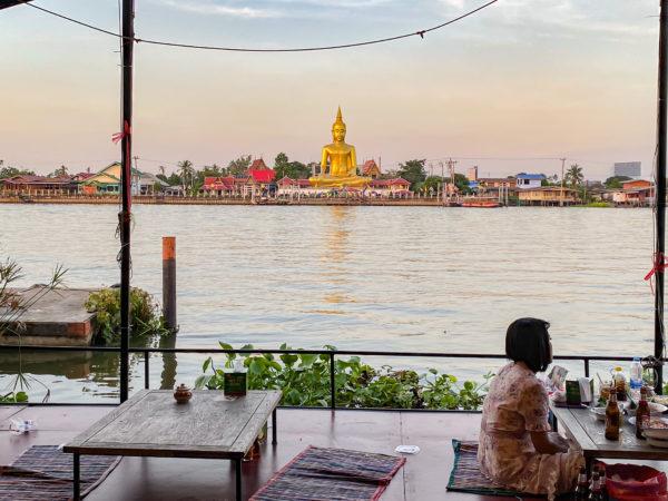 クレット島にある仏陀像が見えるレストラン1